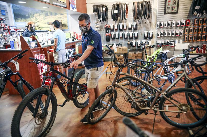 Na całym świecie popyt na rowery wzrósł niesamowicie. Na zdjęciu: salon rowerowy w USA /Sandy Huffaker/Bloomberg /Getty Images