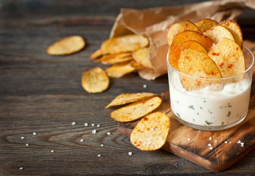 Na chipsy kupuj ziemniaki o niskiej zawartości skrobi, np. Irysy, irga /123RF/PICSEL