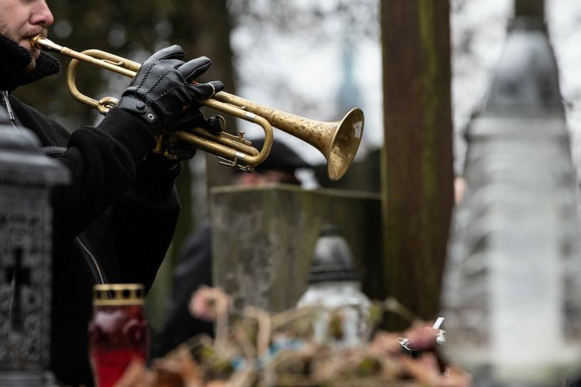 """Na cmentarzu im. św. Rocha w Częstochowie zabrzmiało """"Tears in Heaven"""" Erika Claptona /East News /East News"""
