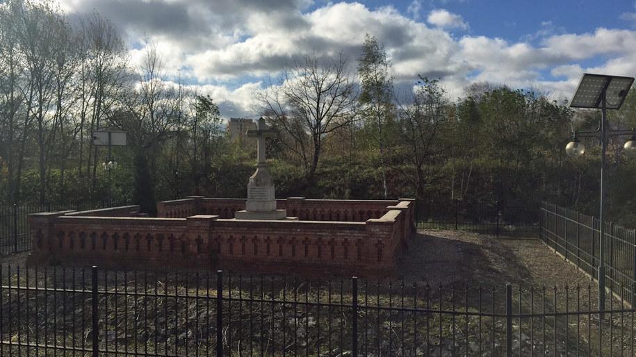 Na cmentarzu pochowano 484 osoby, które zmarły w wyniku epidemii cholery oraz 7 żołnierzy, którzy wyznawali religie pogańskie. /Izabela Danił /