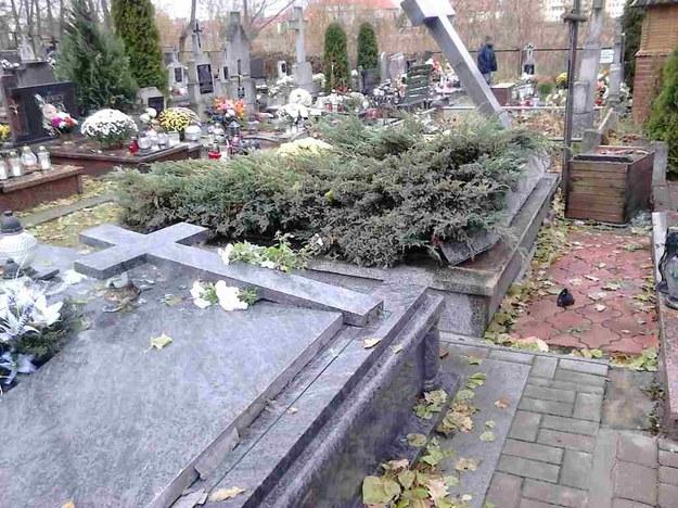 Na cmentarzu w Ełku ktoś zniszczył ponad 100 nagrobków /Piotr Bułakowski /RMF FM