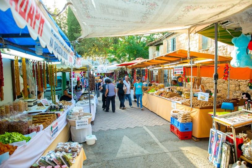 Na Cyprze znajdziecie mnóstwo przepysznych smaków – nawet na ulicznych straganach / fot. Agis Agisilaou /materiały prasowe