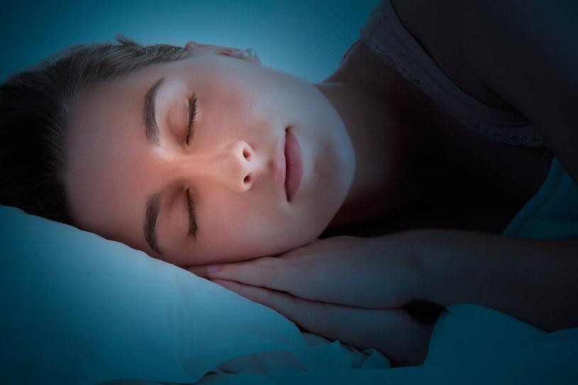 Na czym polega syndrom Śpiącej Królewny? /123RF/PICSEL