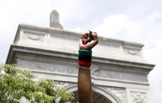 Na decyzję miał wpływ pokojowy charakter protestów przeciw brutalności policji w ostatnich dniach /JASON SZENES    /PAP/EPA