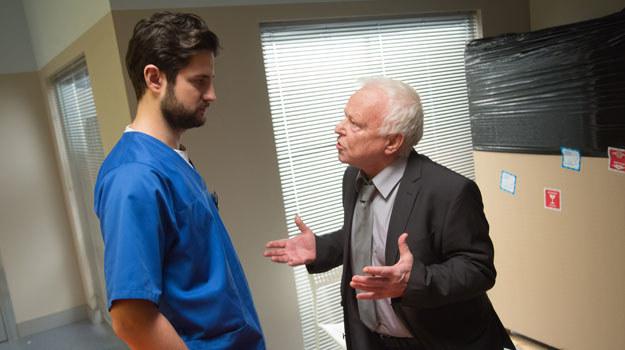 """""""Na dobre i na złe"""": Okaże się, że choroba Zyberta postępuje. Czy profesor straci możliwość dalszej pracy? /Agencja W. Impact"""