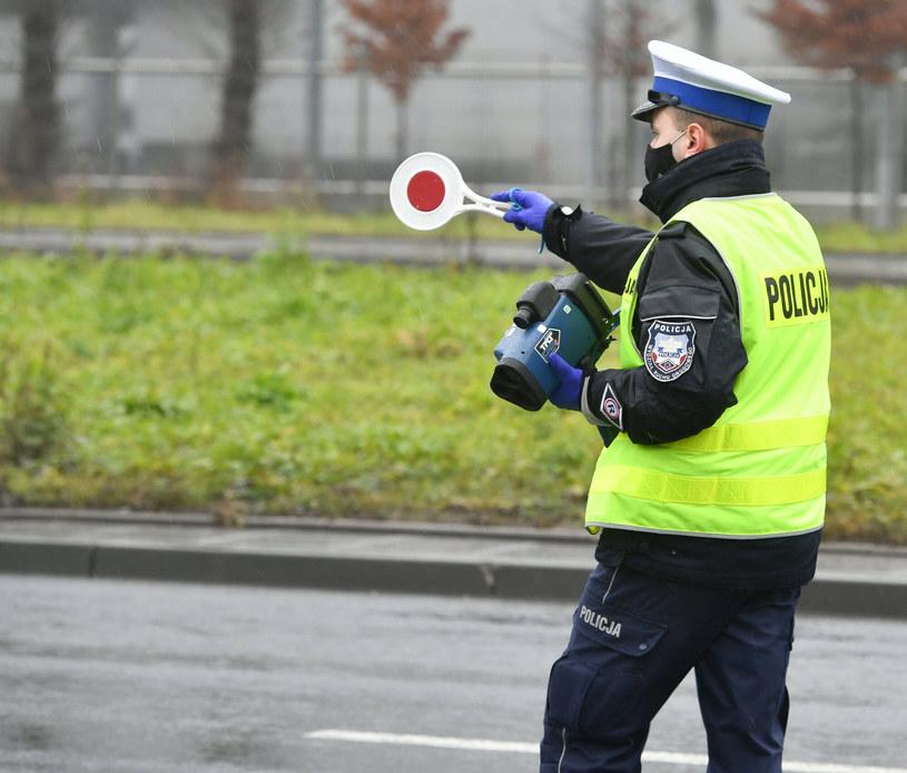 Na drogach można spodziewać się większej liczby patroli /Artur Barbarowski /East News