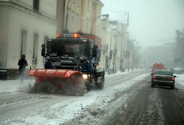 Na drogach panują bardzo trudne warunki Fot. Tomasz Gzell /PAP