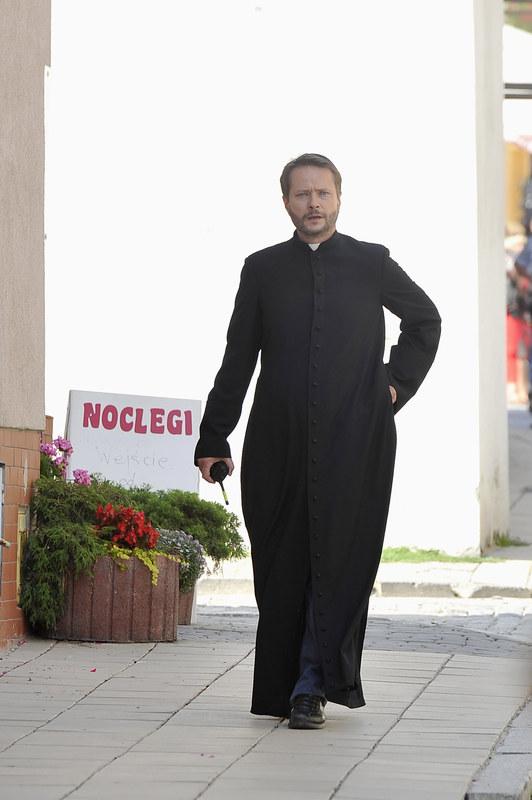 """Na drugim miejscu rankingu oglądalności plasuje się """"Ojciec Mateusz"""". Serial ogląda 4,55 mln osób. /Mieszko Pietka /AKPA"""