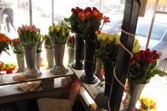 Na Dzień Kobiety tylko kwiatek?