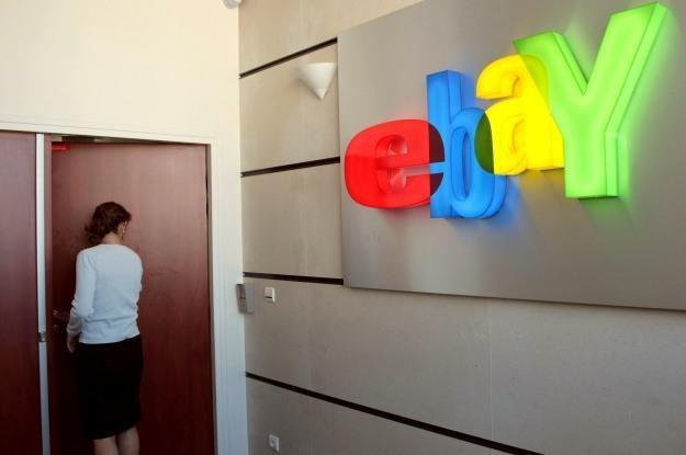 """Na eBayu sprzedawano już rozmaite """"towary""""... /AFP"""