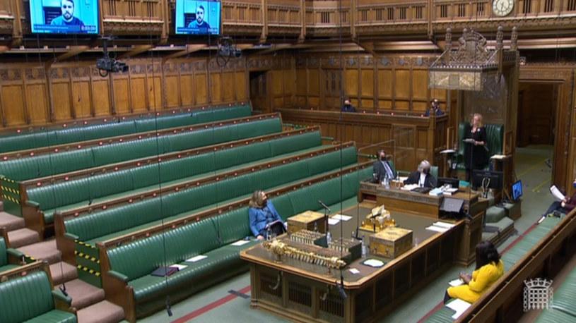Na ekranie widać posła ubranego w sweter /House of Commons/PA Image /Getty Images