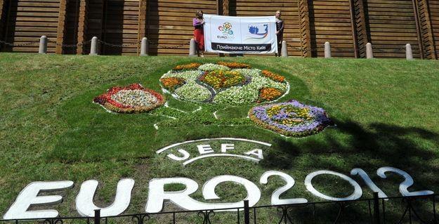 Na Euro 2012 chce zarobić każdy /AFP