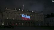 Na fasadzie Pałacu Prezydenckiego iluminacja w hołdzie górnikom, którzy zginęli w Karwinie