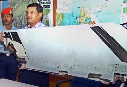 Na fragment samolotu natrafił rybak /AFP