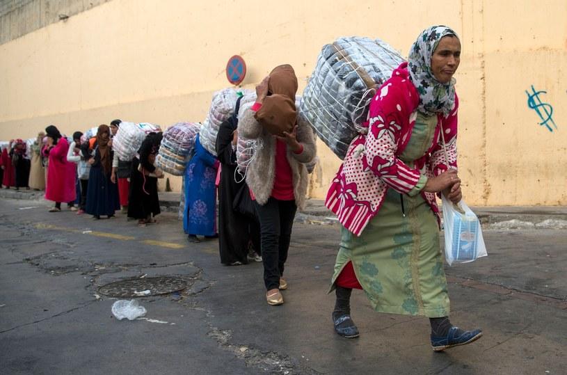 Na granicy hiszpańsko-marokańskiej handel kwitnie w najlepsze. /East News