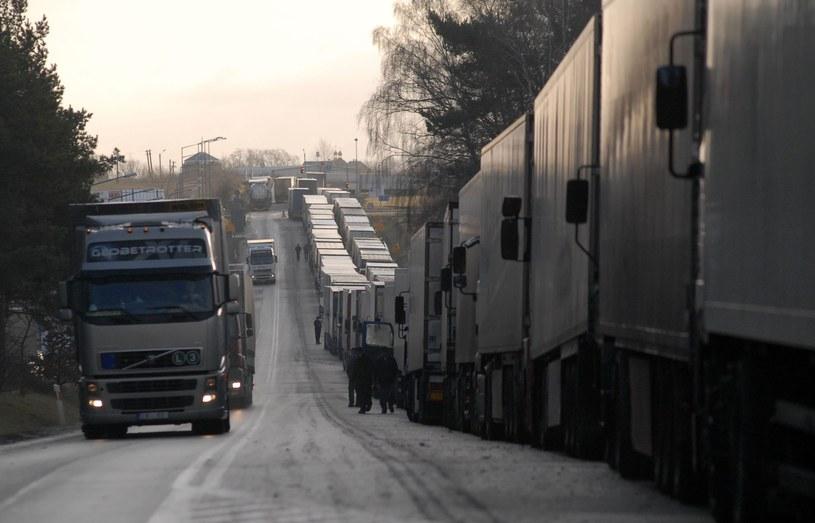 Na granicy tworzą się kolejki /Kuba Suszek /Reporter