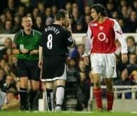 Na Highbury nie brakowało słownych utarczek. Arsenal - ManU 2:4 /AFP