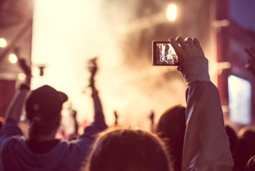 Na Instagrama możesz wrzucać filmiki /©123RF/PICSEL