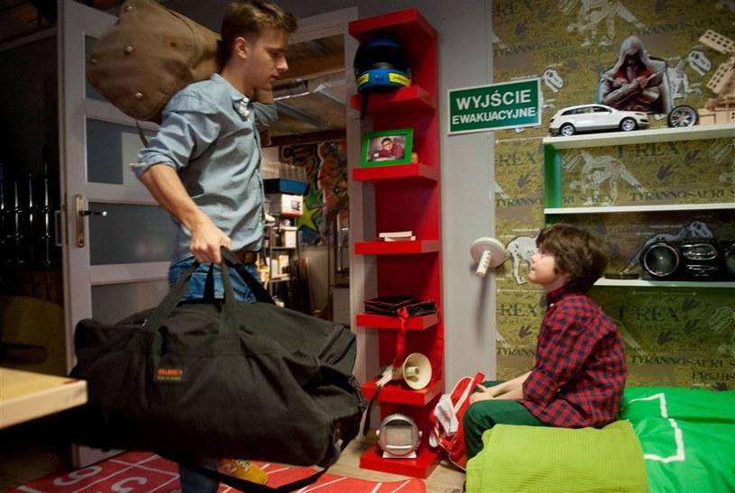 Na jak długo Tomek opuści rodzinny dom? Ile czasu zamierza spędzić w Londynie? /Agencja W. Impact