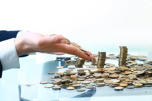 Na jaki zysk mogą liczyć klienci, którzy chcą powierzyć bankowi 100 000 zł? /©123RF/PICSEL