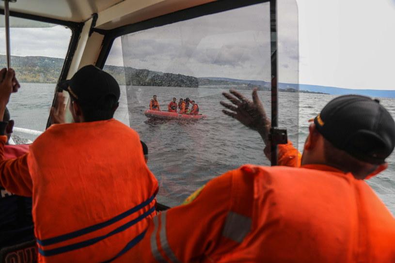 Na jeziorze Toba zatonął prom /DEDI SINUAJI /PAP/EPA