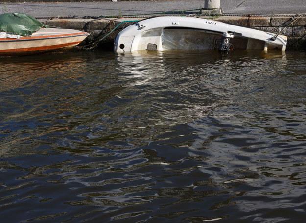 Na jeziorze wywróciła się łódka / Zdjęcie ilustracyjne /123RF/PICSEL