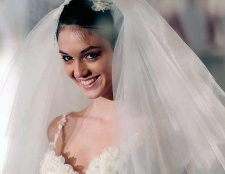 Na kilka dni przed swoim ślubem dowiedziały się, że nie mają wczym iść /AFP