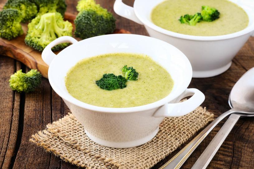Na kolację idealny będzie krem z brokułów /123RF/PICSEL