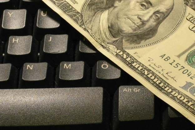 Na komputerach i internecie zarobić można niewyobrażalne sumy... /stock.xchng