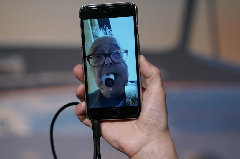 Na konferencji prasowej w Cannes w 2018 roku Godard pojawił się... wirtualnie /LAURENT EMMANUEL / AFP /East News