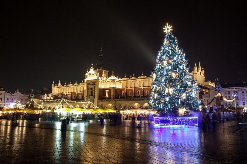 Na krakowskim rynku już od pierwszych dni grudnia można podziwiać świąteczne stragany /East News