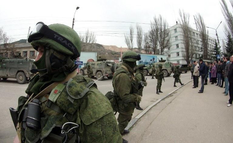 Na Krymie cały czas nasilają się działania wojsk rosyjskich. /AFP