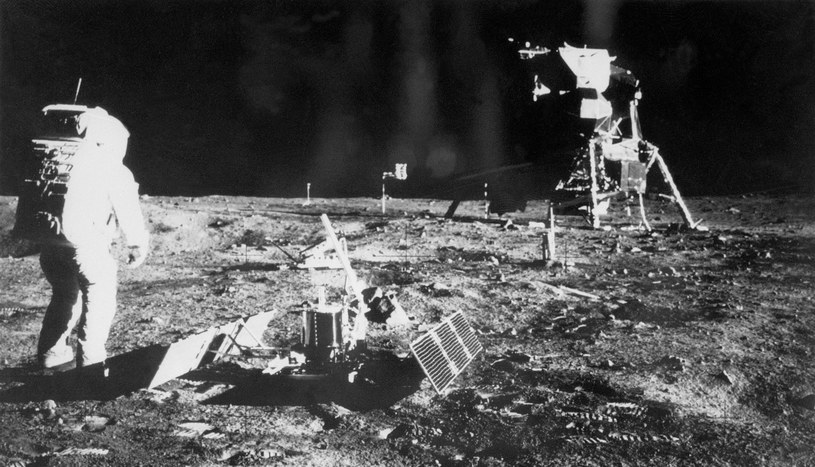 Na Księżycu stanęło 12 osób /AFP