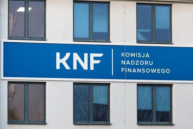 Na listę otrzeżeń KNF trafiły kolejne podmioty /fot. Arkadiusz Ziolek /East News