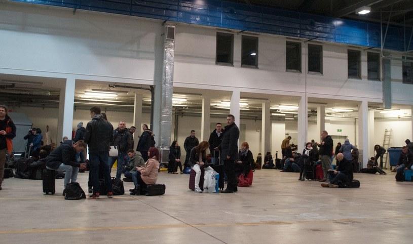 Na lotnisku w Modlinie ewakuowano pasażerów przez bagaż bez opieki /Konrad Paprocki /Reporter