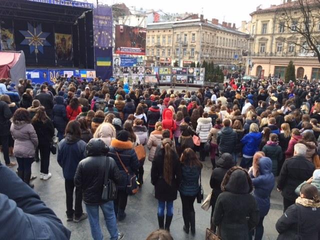 Na lwowskim Majdanie zebrało się kilkaset osób /Krzysztof Kot /RMF FM