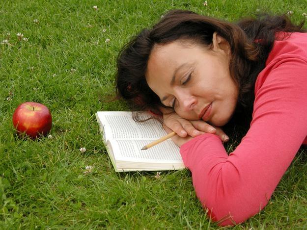 Na majowy wypoczynek nie warto zabierać ze sobą zaległej pracy /© Panthermedia