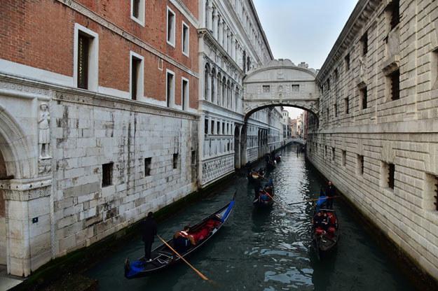 Na mapie zagrożeń zaznaczono takie perły architektury, sztuki i historii, jak Wenecja /AFP