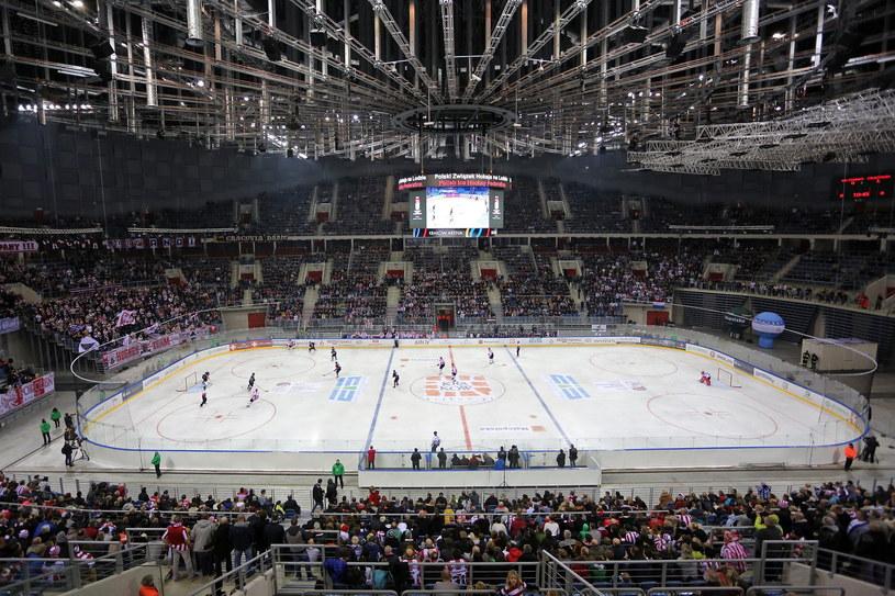 Na mecz hokeistów Comarch/Cracovii, o Puchar Polski, w Kraków Arenie przyszły tłumy już w grudniu 2014 r. /Mateusz Skwarczek /