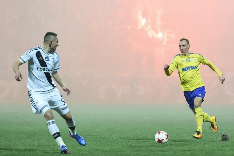 Na meczu Arka - Legia odpalono środki pirotechniczne /Roman Jocher    /PAP