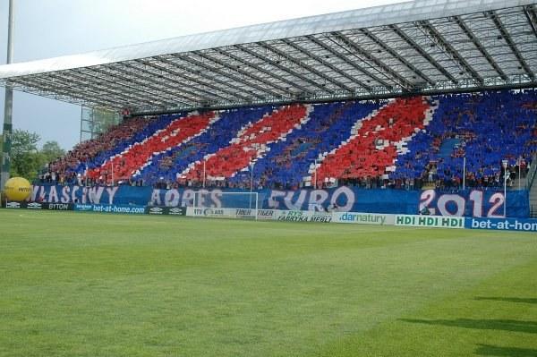 Na meczu z Legią kibice Wisły napisali: Reymonta 22 - właściwy adres Euro 2012. Fot. J. Żmijewska. /INTERIA.PL
