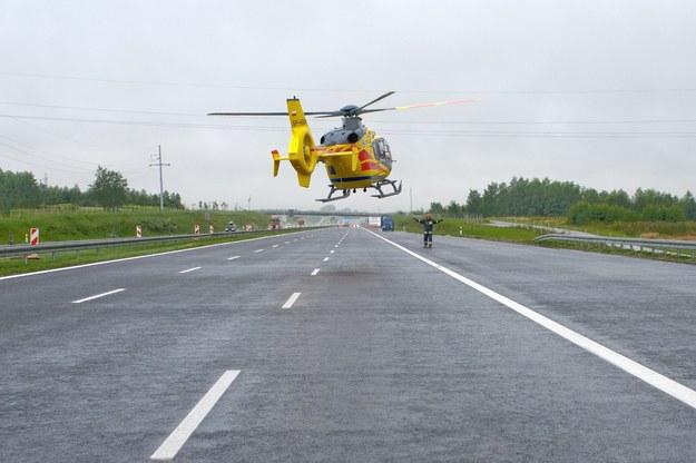 Na miejsce wypadku przyleciał śmigłowiec Lotniczego Pogotowia Ratunkowego, zdj. ilustracyjne /Fot. Lukasz Szelag /Reporter