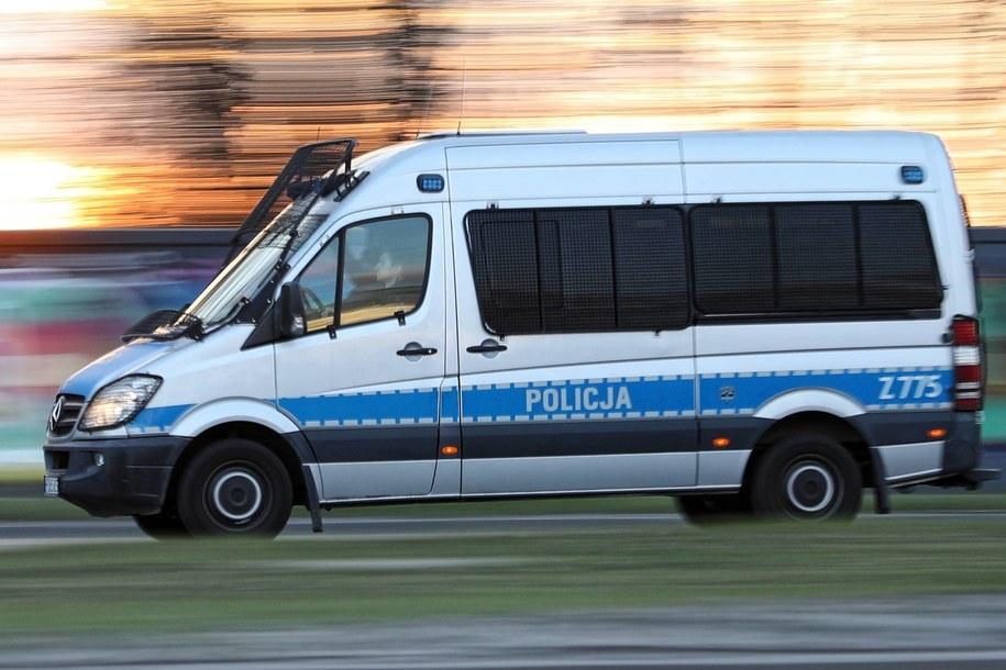 Na miejsce zdarzenia przyjechała straż pożarna, policja i pogotowie ratunkowe /Leszek Szymański /PAP