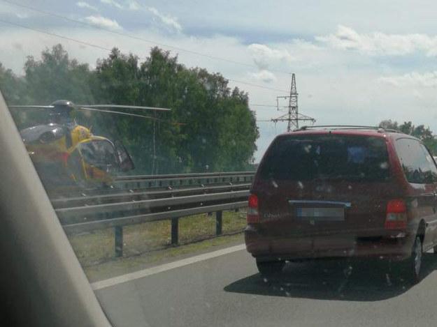 Na miejscu karambolu wylądował śmigłowiec Lotniczego Pogotowia Ratunkowego /Słuchacz Adam /Gorąca Linia RMF FM