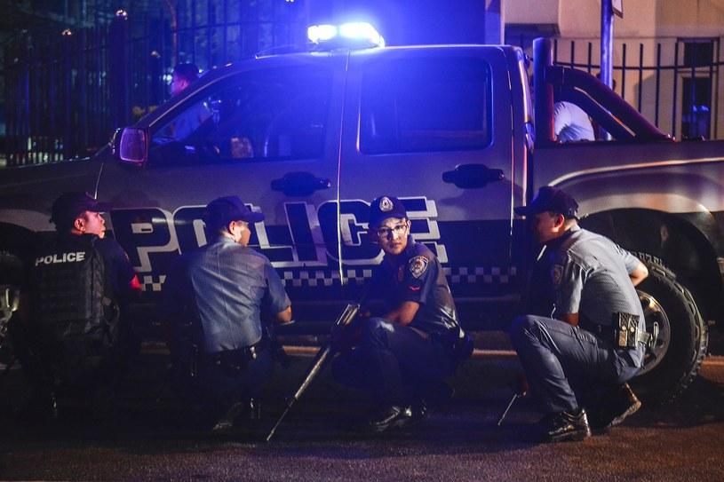 Na miejscu są policyjne jednostki szybkiego reagowania oraz wozy strażackie /EZRA ACAYAN /PAP/EPA