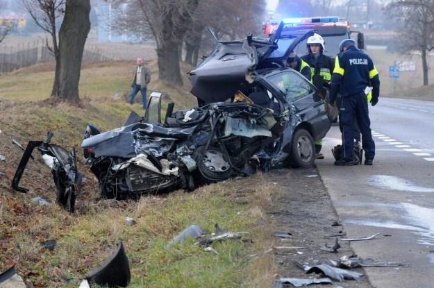 Na miejscu zginęły dwie osoby z forda /PAP