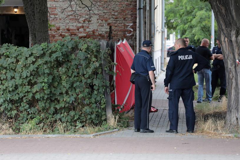 Na miejscu znaleziono zwłoki kobiety; w zdarzeniu ucierpiał także 19-latek / Jakub Kamiński    /PAP