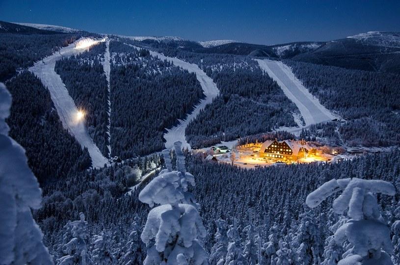 Na miłośników białego szaleństwa czeka w Czechach prawie 200 stacji narciarskich /Radek Leskovjan /materiały prasowe