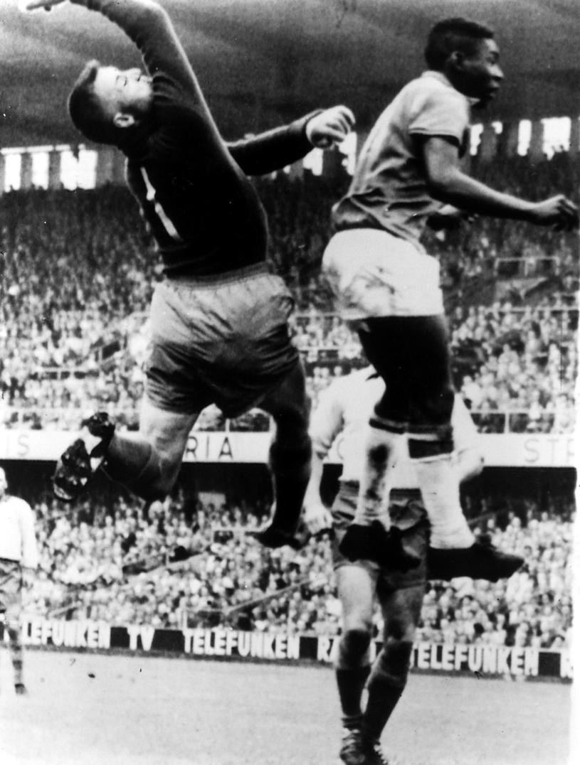 Na mundialu w Szwecji w 1958 roku Pele zaczął swoją wspaniałą karierę /Newspix