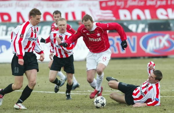 Na murawie mecz Cracovia - Wisła zakończył się remisem 1:1. Fot. Tomasz Markowski /Agencja Przegląd Sportowy